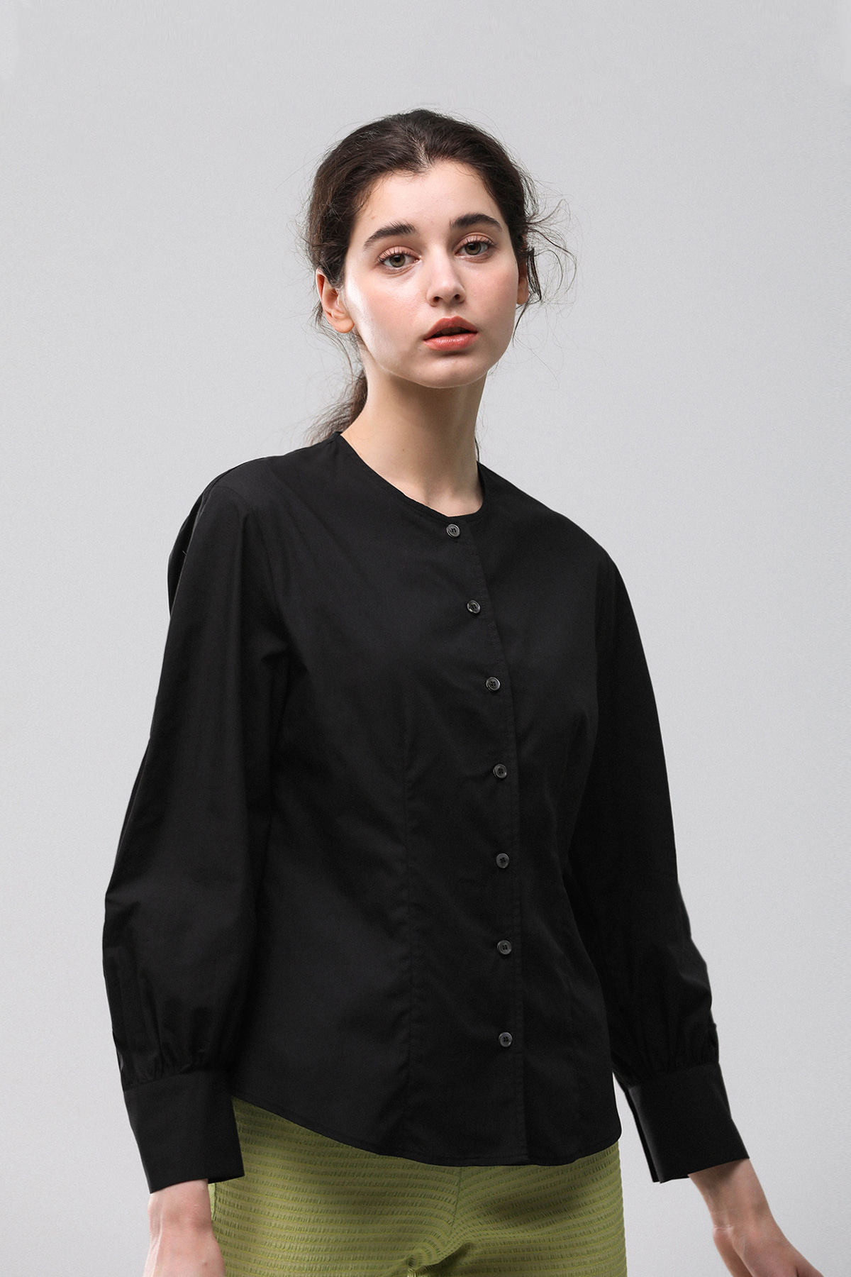 Round Blouse (Black)